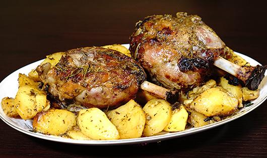 κότσι χοιρινό με πατάτες στο φούρνο